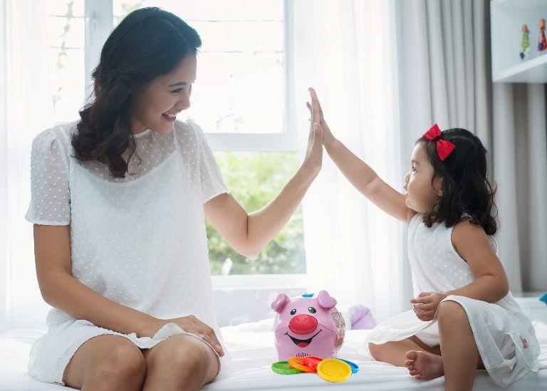 chữa tự kỷ cho con tại nhà