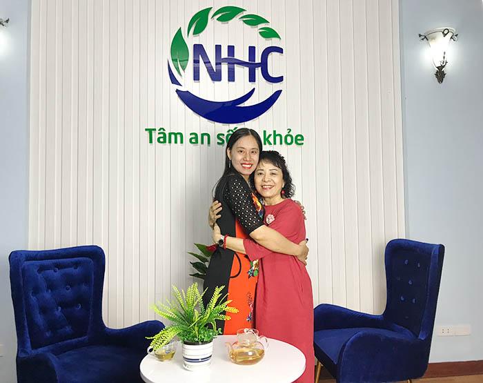 Cô Hà hạnh phúc sau quá trình trị liệu 21 ngày tại NHC