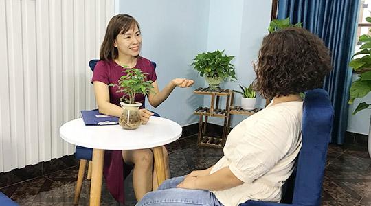 Trị liệu đau đầu, chóng mặt hiệu quả không dùng thuốc tại Trung tâm Tâm lý trị liệu NHC Việt Nam