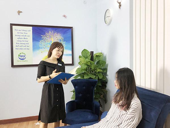 Master Coach Võ Thị Thanh Phương là người tiếp nhận và đồng hành cùng Lam trong quá trình trị liệu tâm lý