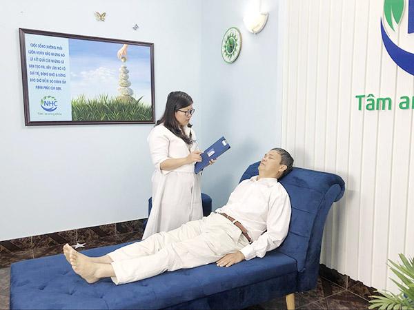 Chuyên gia Tâm lý trị liệu, Master Coach Chu Thị Thảo trực tiếp trị liệu