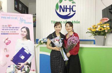 Chuyên gia Tâm lý Master Coach Võ Thị Thanh Phương bên trái và chị Phạm Thu Hường