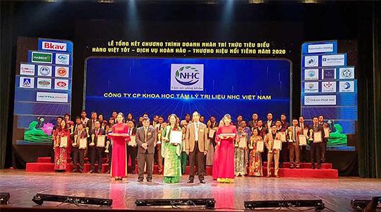 """Chuyên gia tâm lý Bùi Thị Hải Yến – Giám đốc Trung tâm nhận giải """"Top 20 thương hiệu nổi triếng Việt Nam năm 2020"""