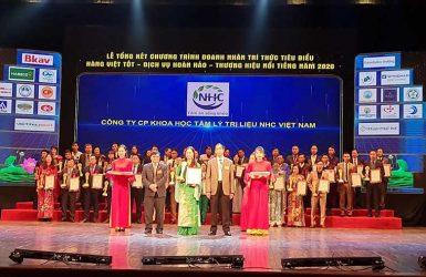 Lễ Tổng kết Trao bảng vàng Doanh nhân - Trí thức tiêu biểu, Hàng Việt tốt - Dịch vụ hoàn thảo - Thương hiệu nổi tiếng năm 2020