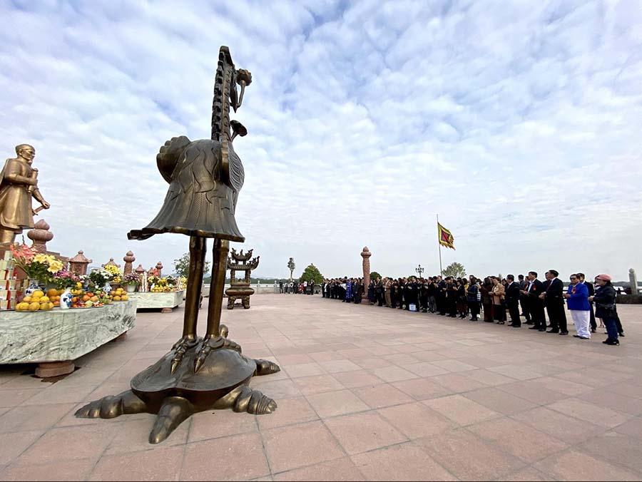 Đoàn đại biểu di chuyển về Khu di tích lịch sử Bạch Đằng Giang - Thuỷ Nguyên - Hải Phòng