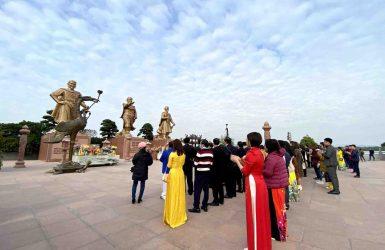 Ngô Quyền đánh tan quân Nam Hán (938), Lê Hoàn đánh tan quân Tống (981) và Hưng Đạo Vương Trần Quốc Tuấn đánh tan quân Nguyên Mông (1288)
